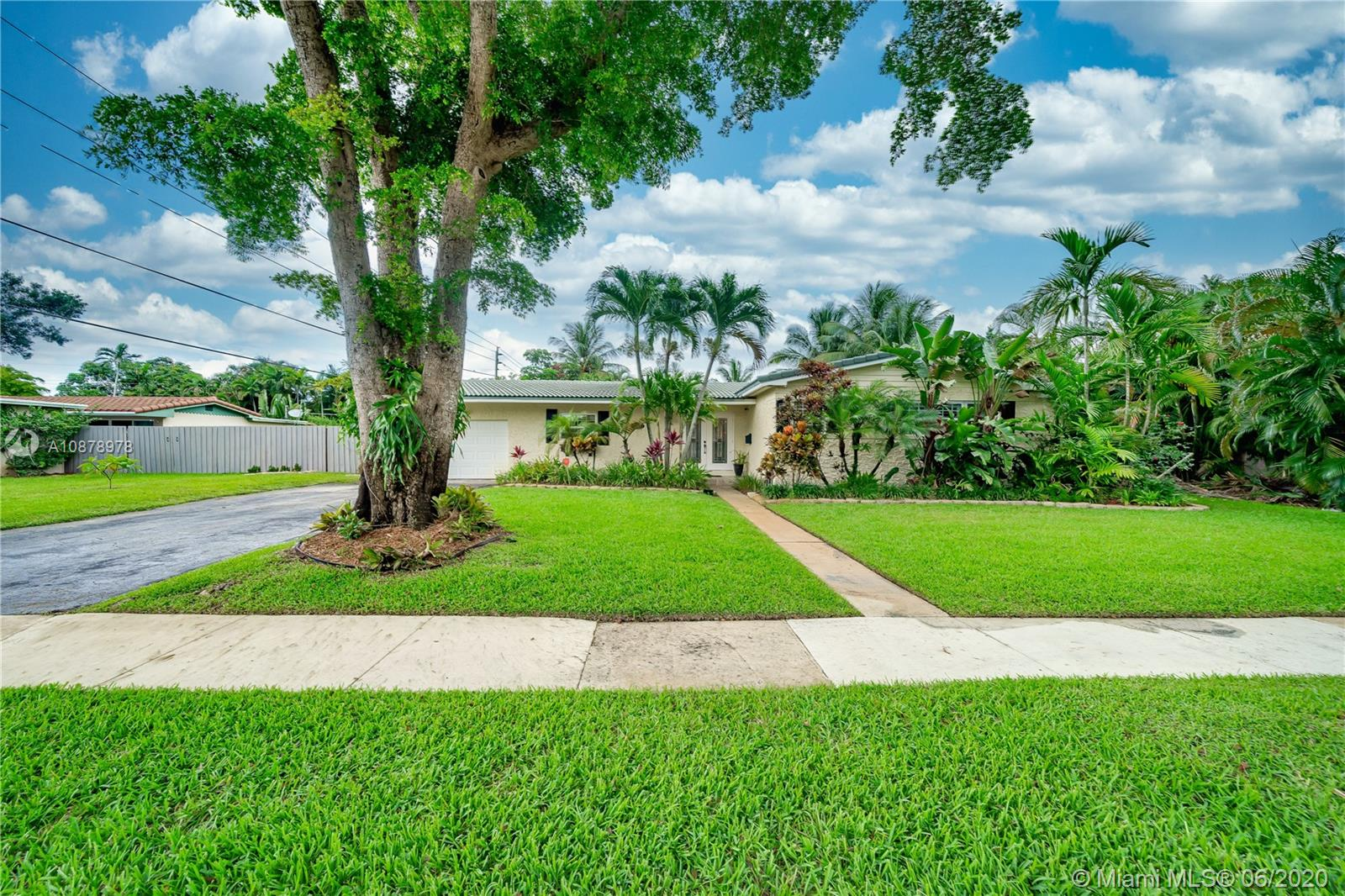 Property for sale at 880 Azalea Ct, Plantation,  Florida 33317