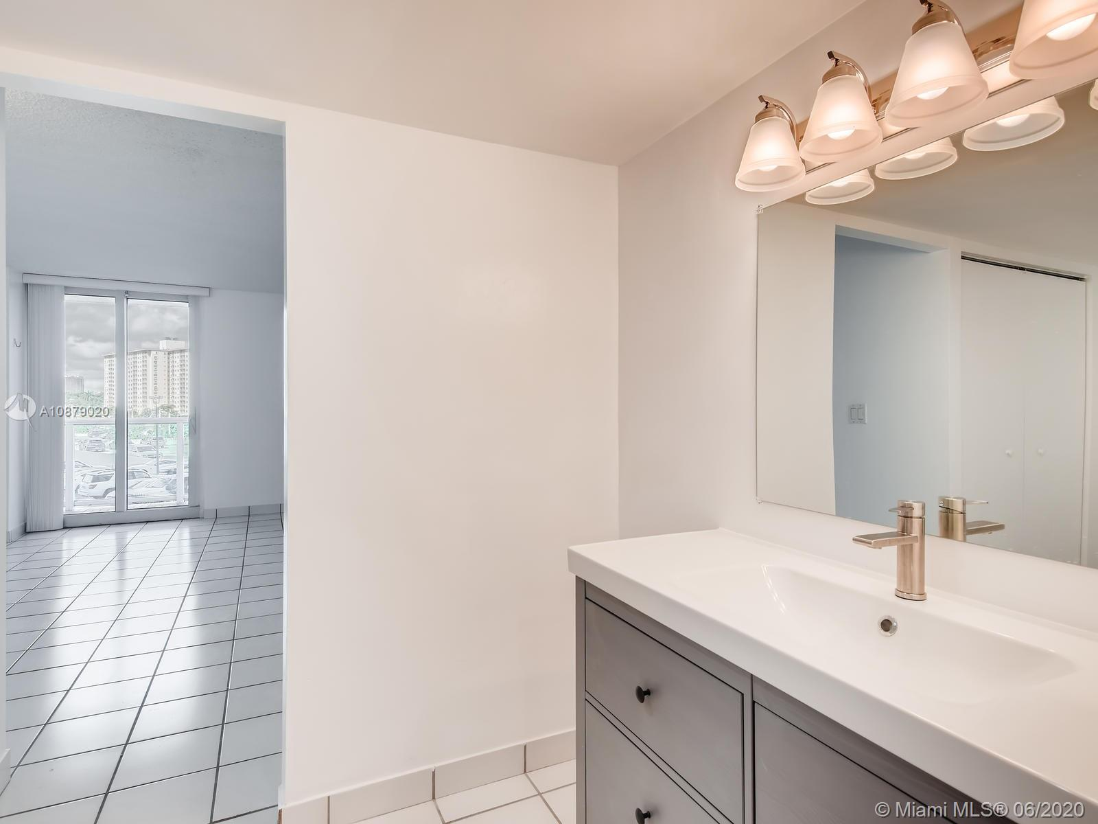 100 Bayview Dr #401 photo08