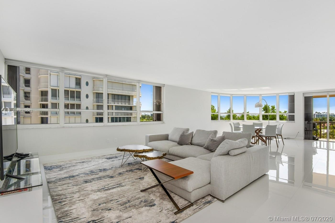10175 Collins Ave #508 photo02