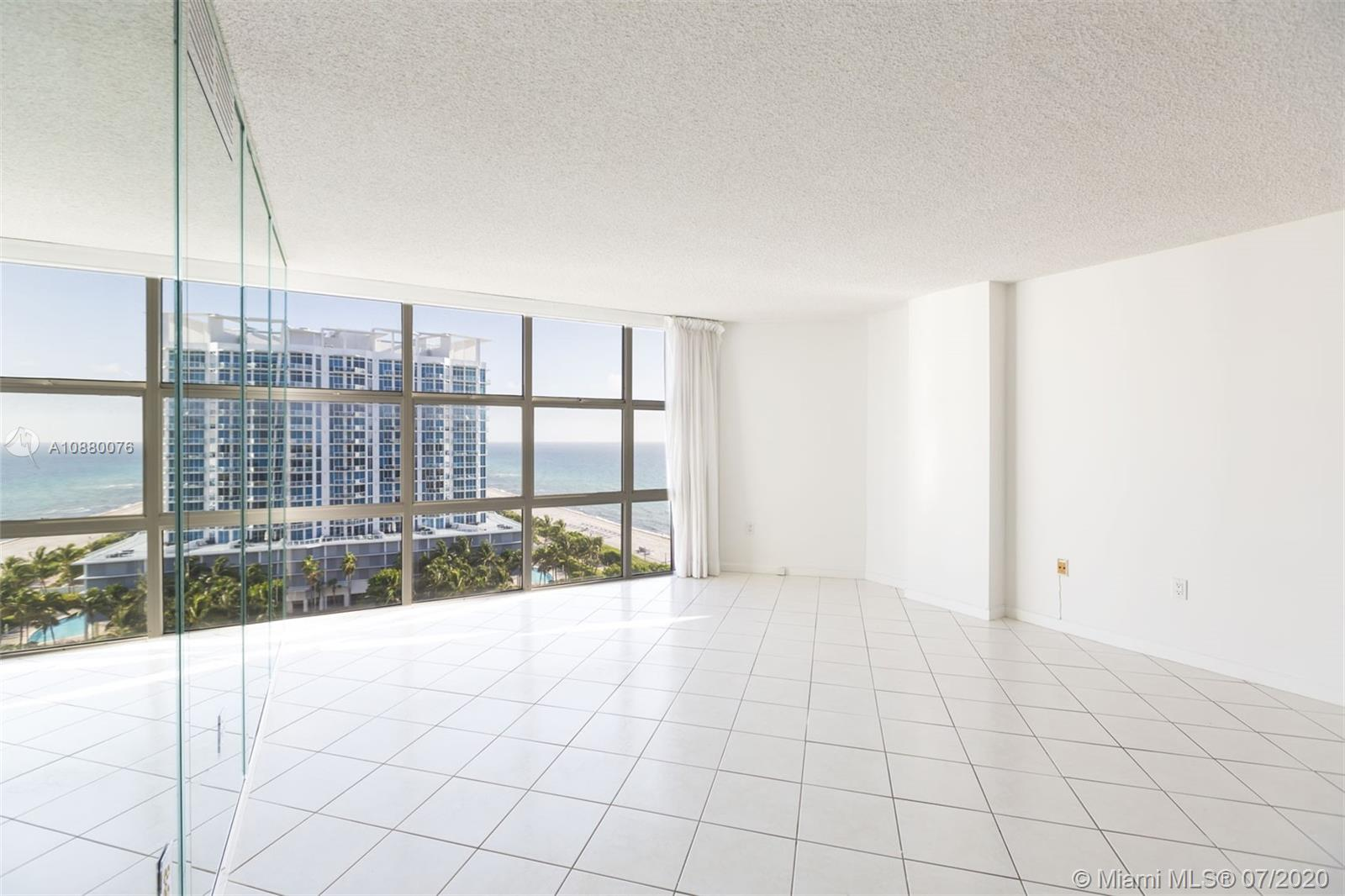 6423 Collins Ave #1509 photo05