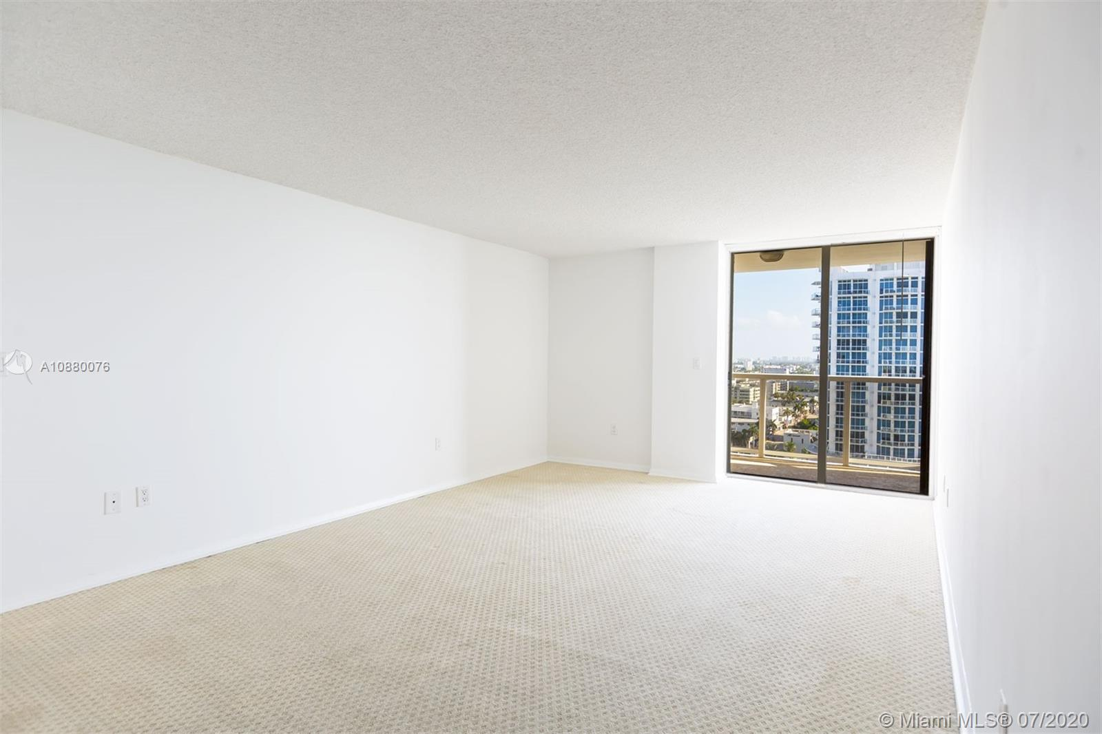 6423 Collins Ave #1509 photo020