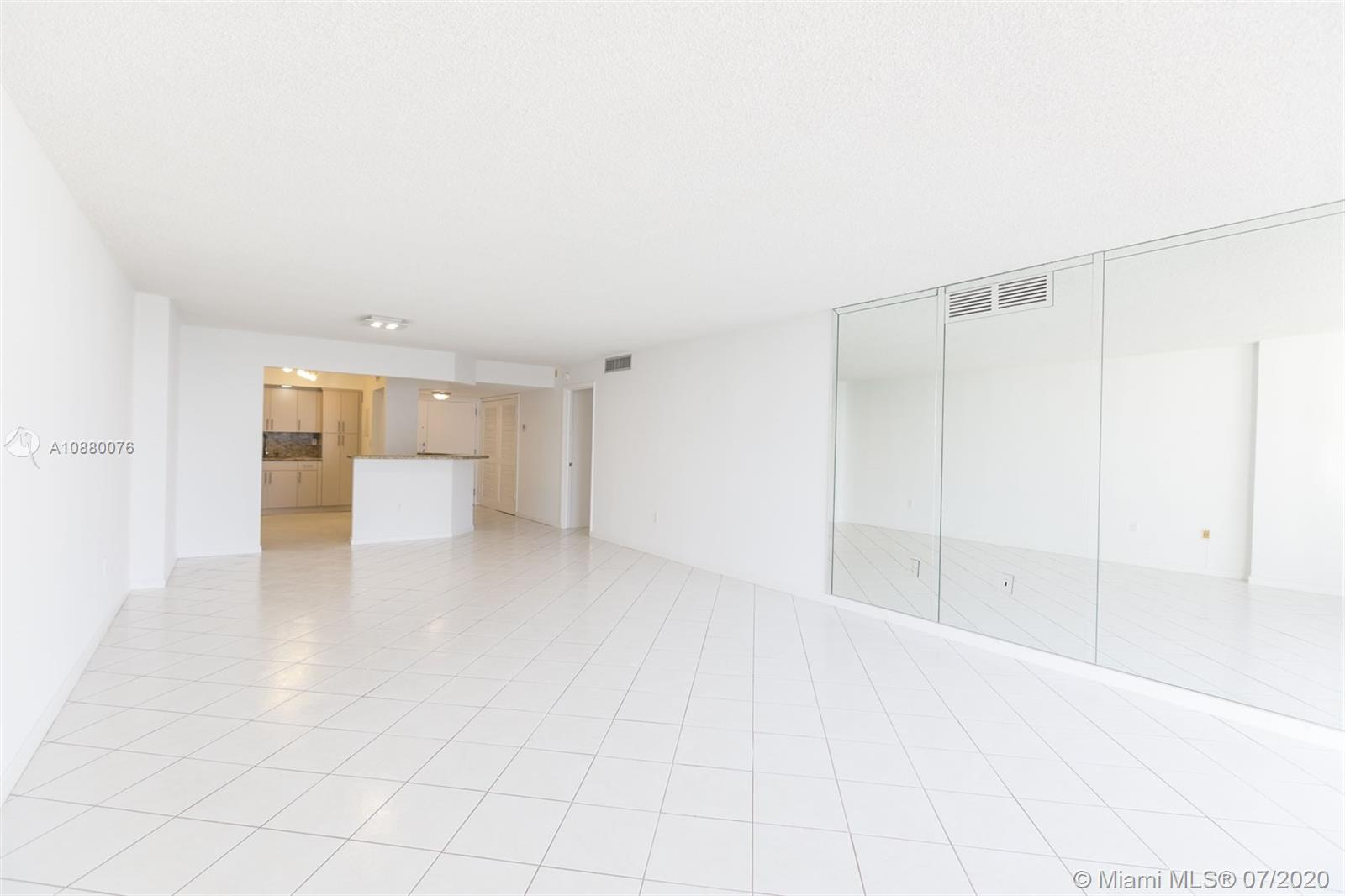 6423 Collins Ave #1509 photo08