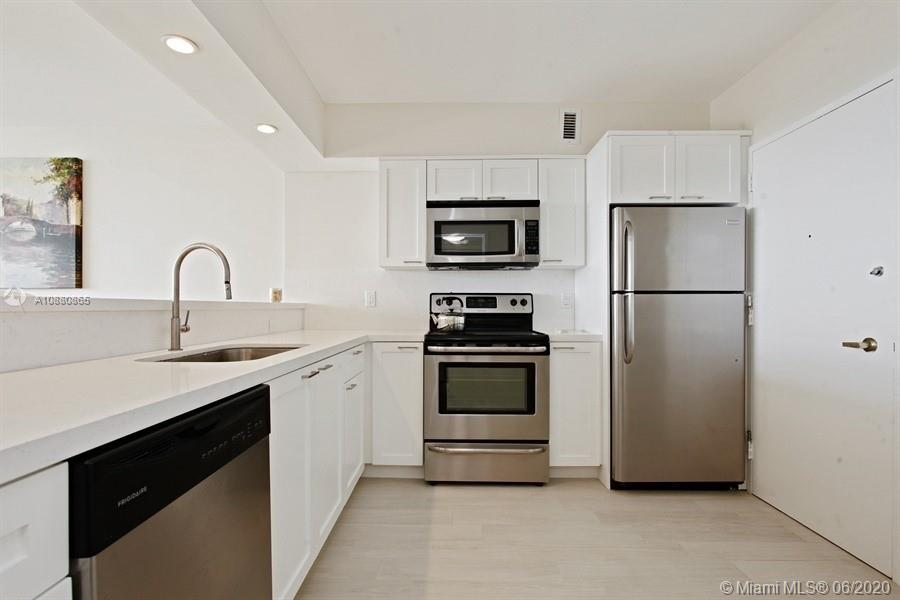 5700 Collins Ave #14E photo04