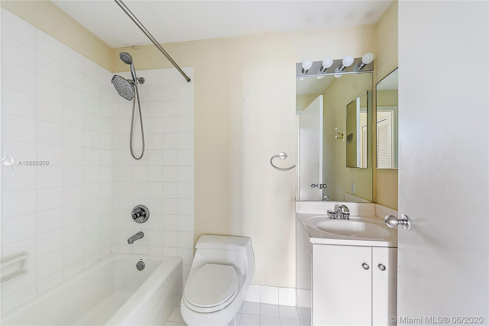 Photo of 888 Brickell Key Dr #603 listing for Sale