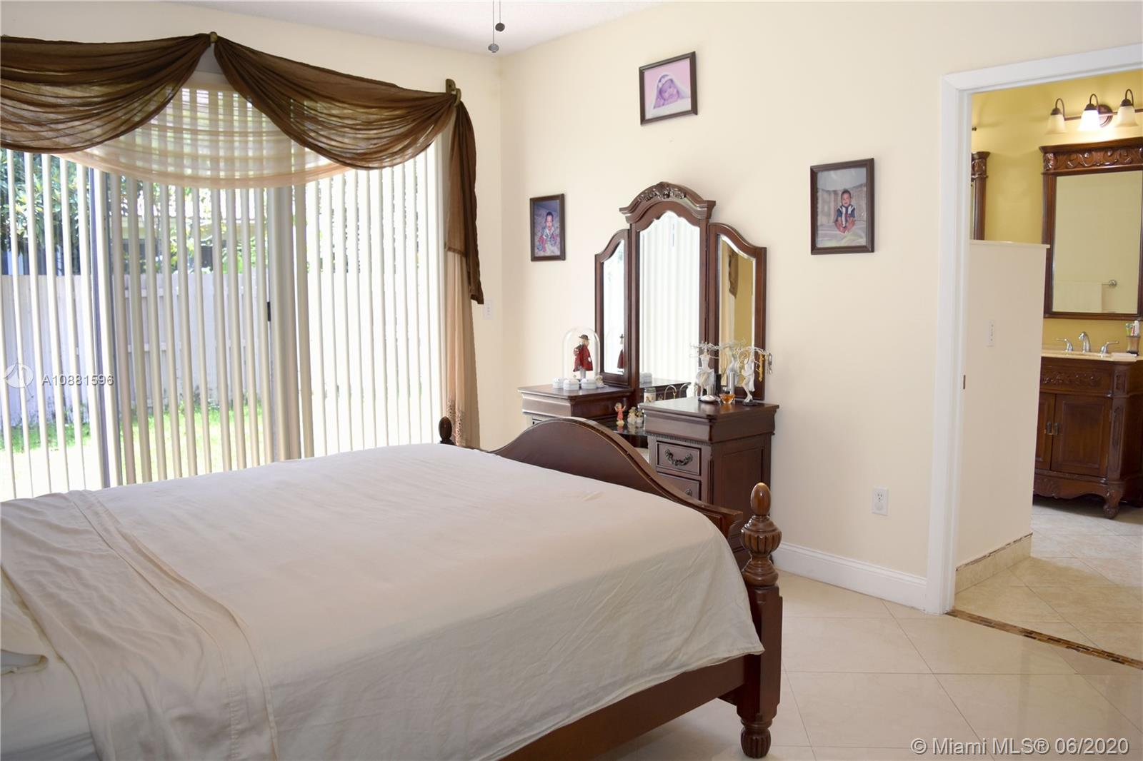 383 NW 152nd Ln photo047