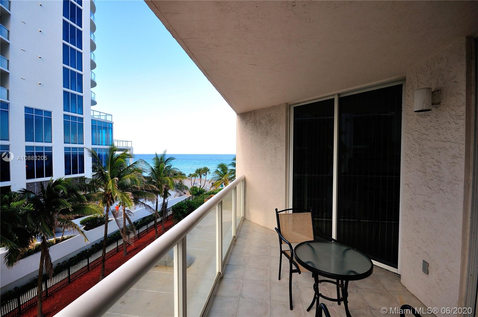 17275 Collins Ave #409 photo01