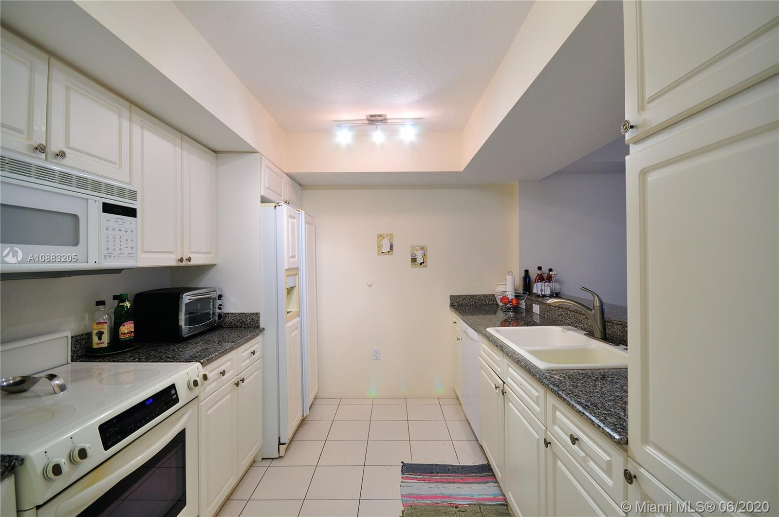 17275 Collins Ave #409 photo05