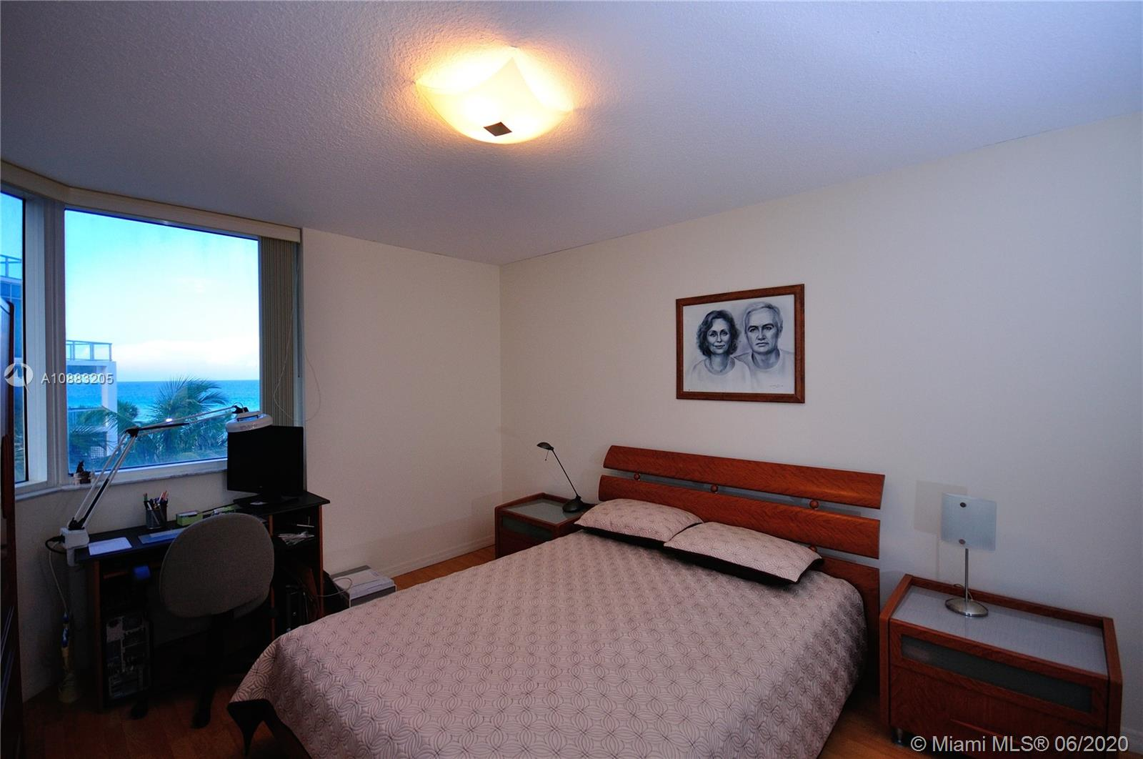 17275 Collins Ave #409 photo08