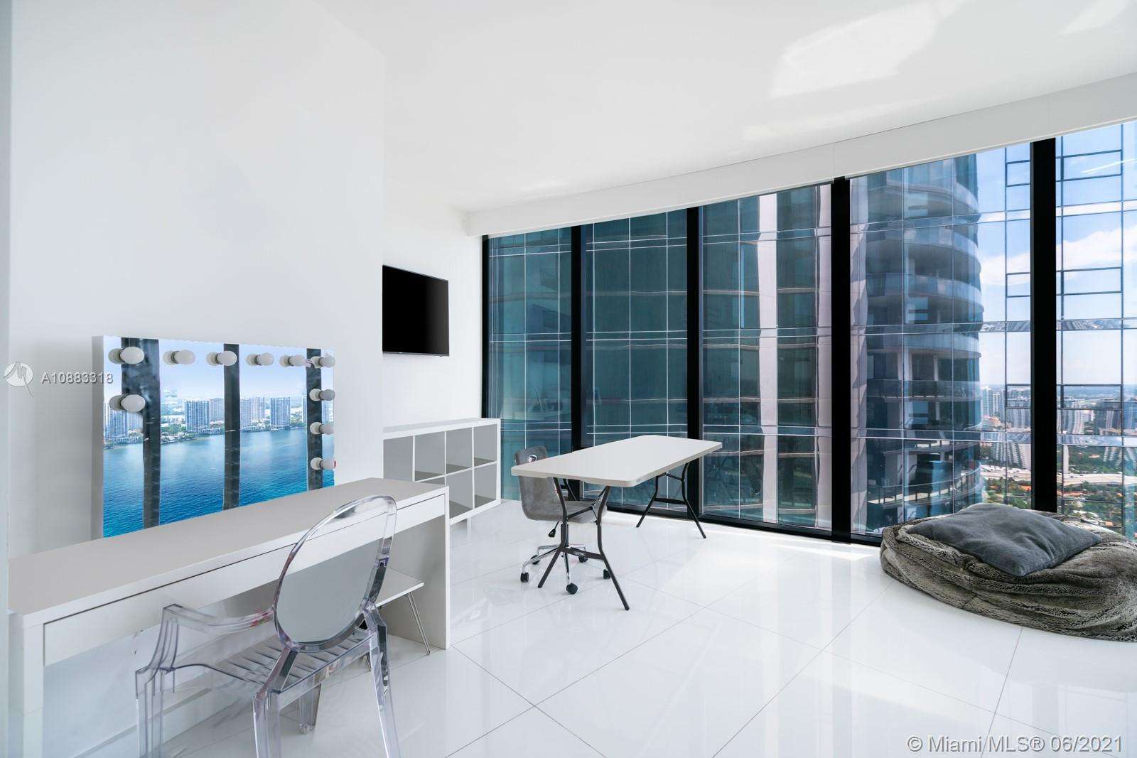 18555 Collins Ave #3601 photo022