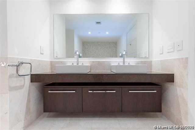 17121 Collins Ave #1507 photo023