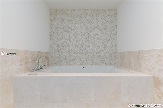 17121 Collins Ave #1507 photo022