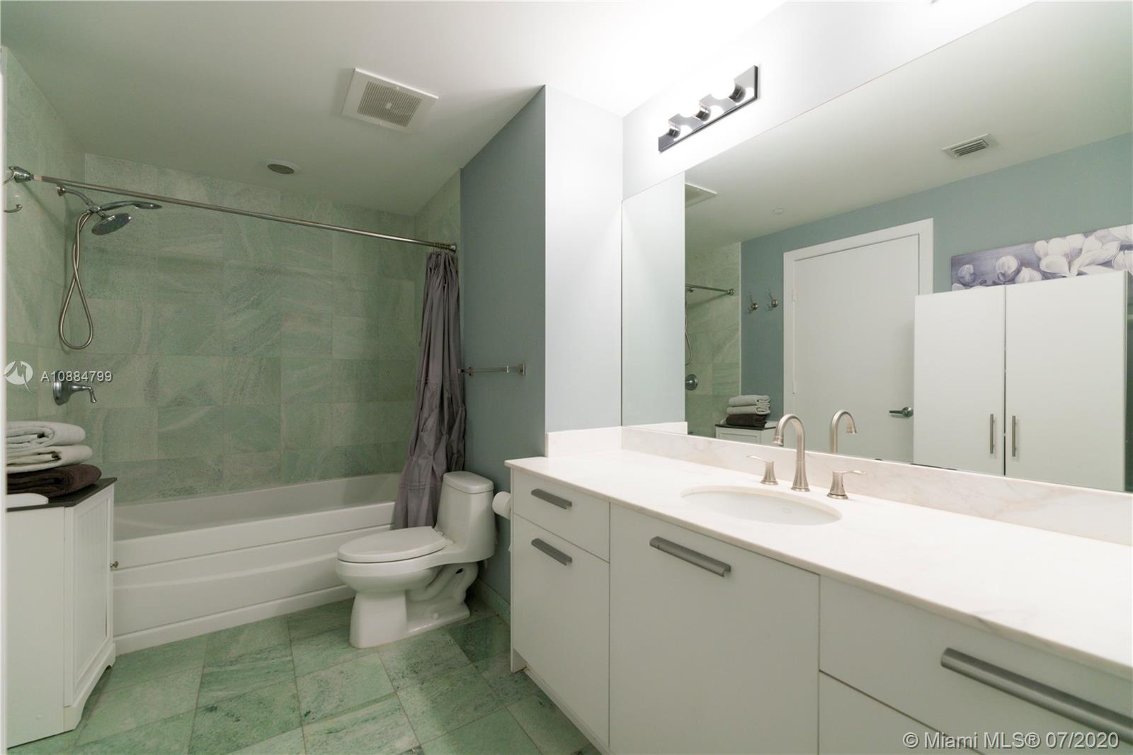 1060 Brickell Ave #1209 photo010