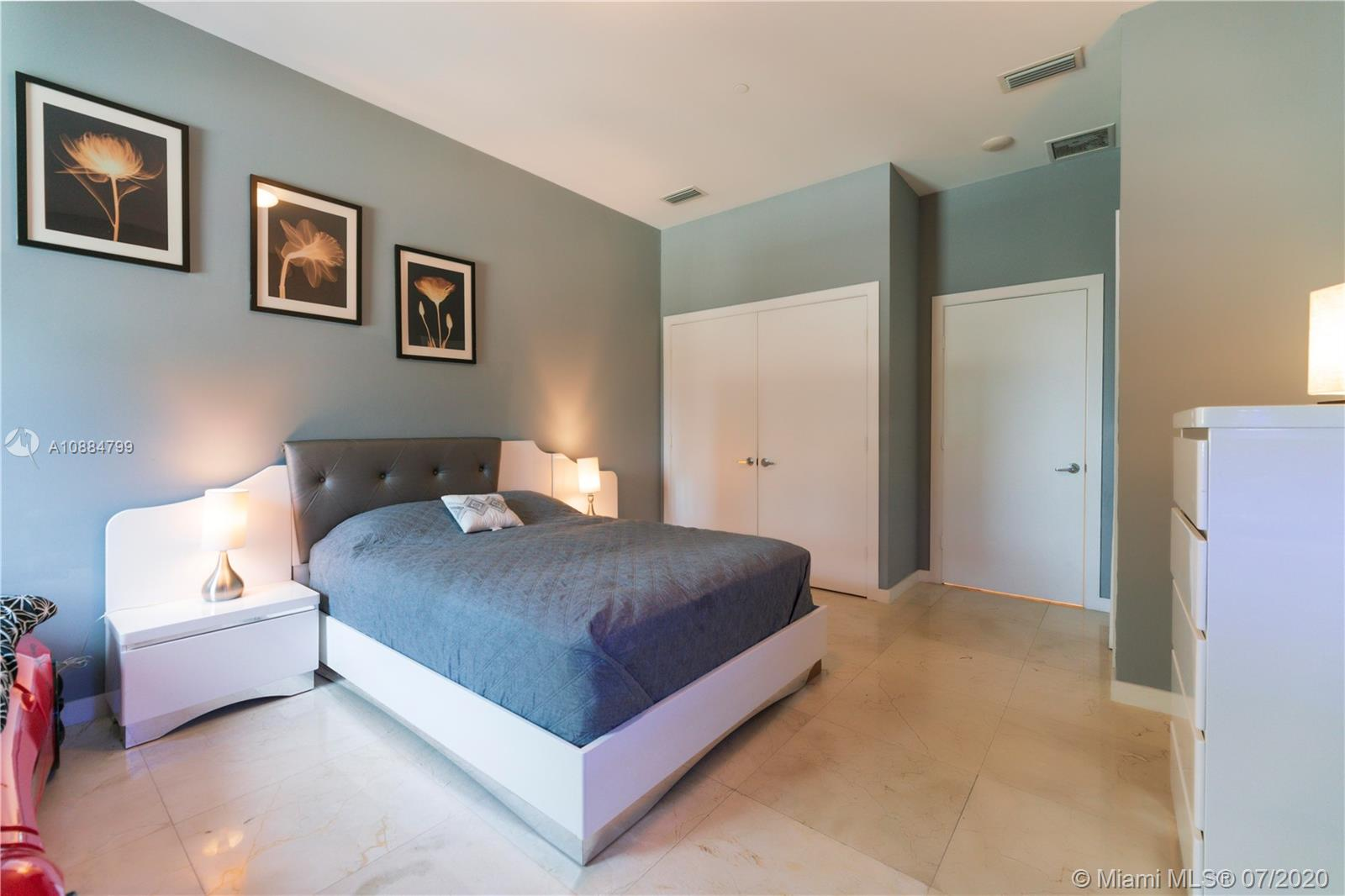 1060 Brickell Ave #1209 photo014