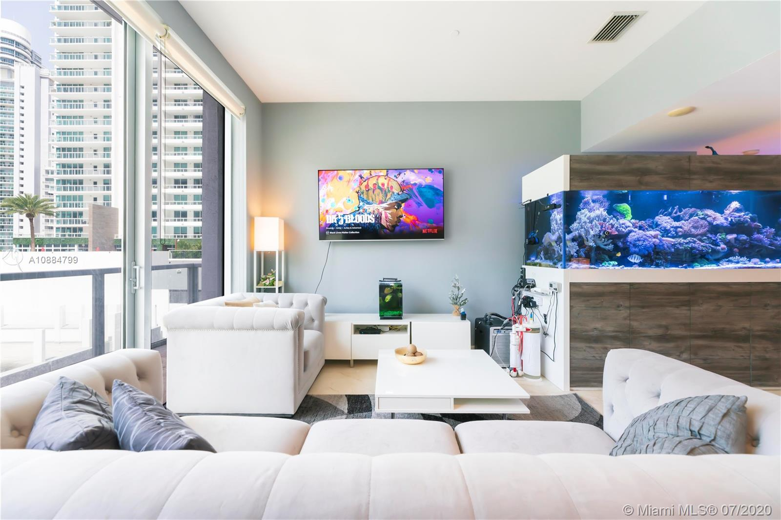 1060 Brickell Ave #1209 photo08