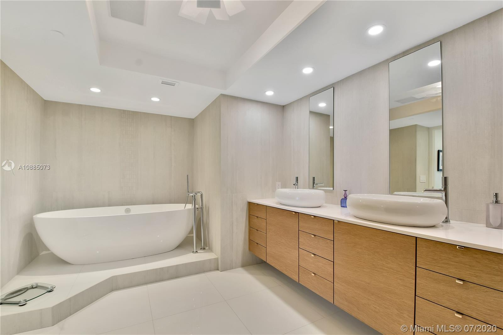 16711 Collins Ave #608 photo023