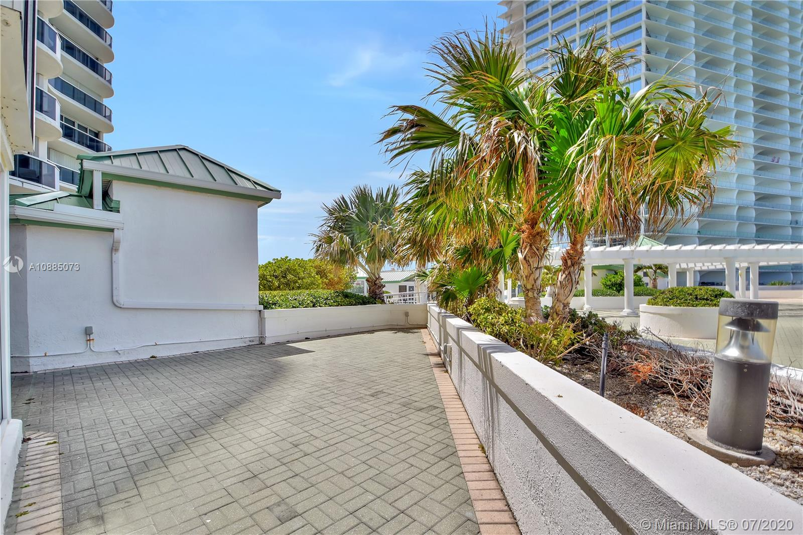 16711 Collins Ave #608 photo027