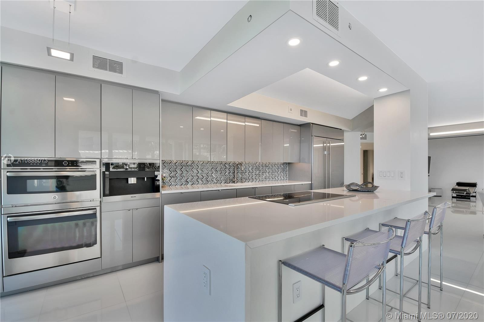 16711 Collins Ave #608 photo08