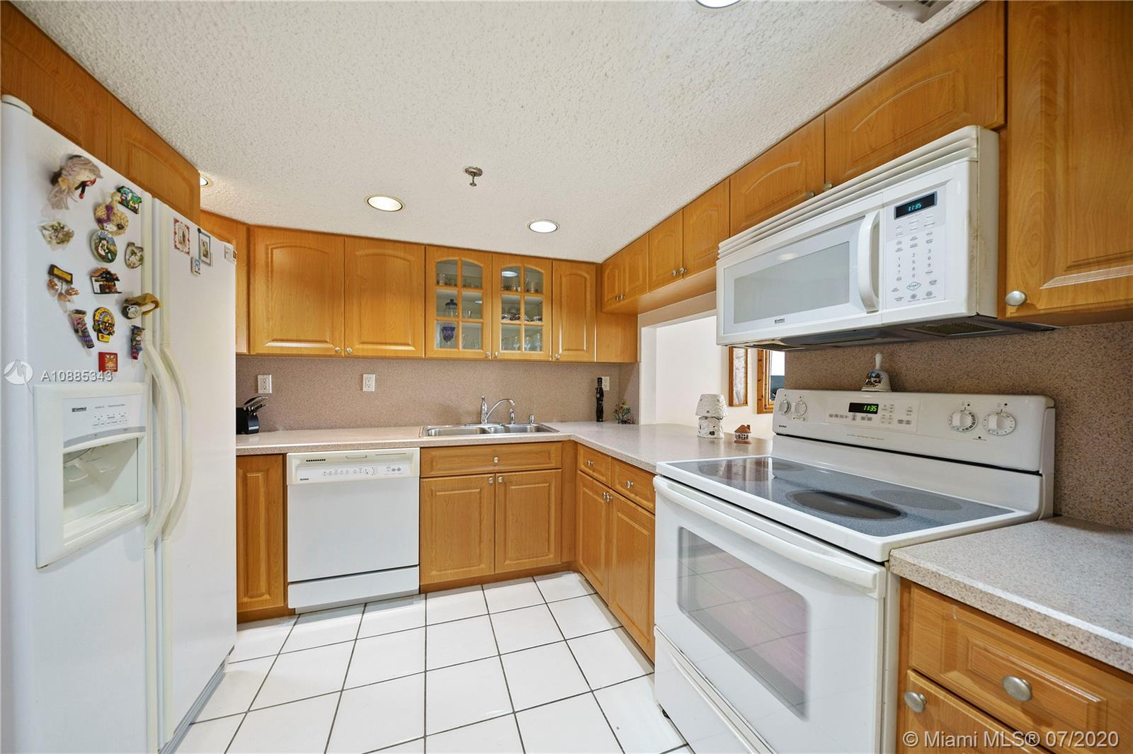 2625 Collins Ave #408 photo02
