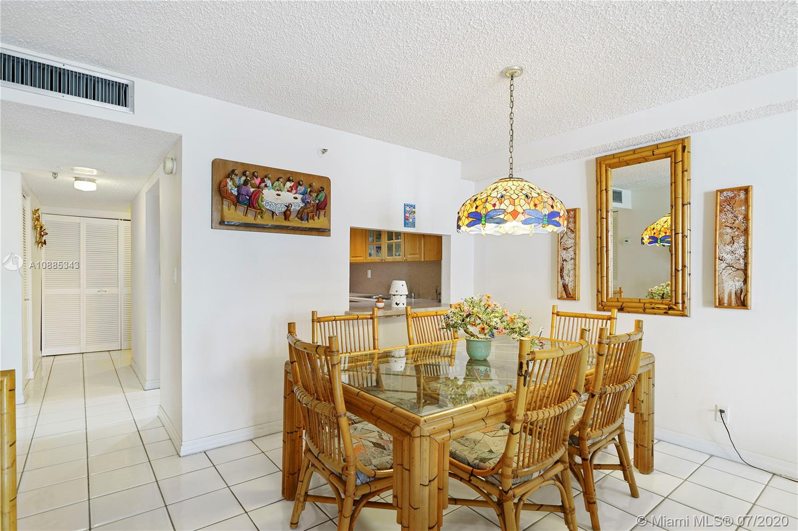 2625 Collins Ave #408 photo05
