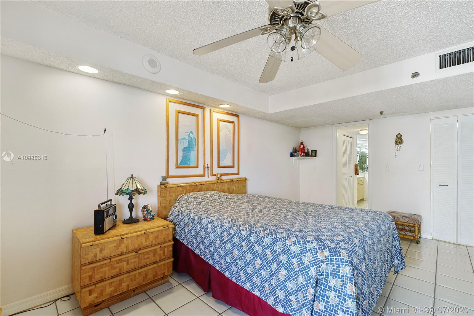2625 Collins Ave #408 photo09
