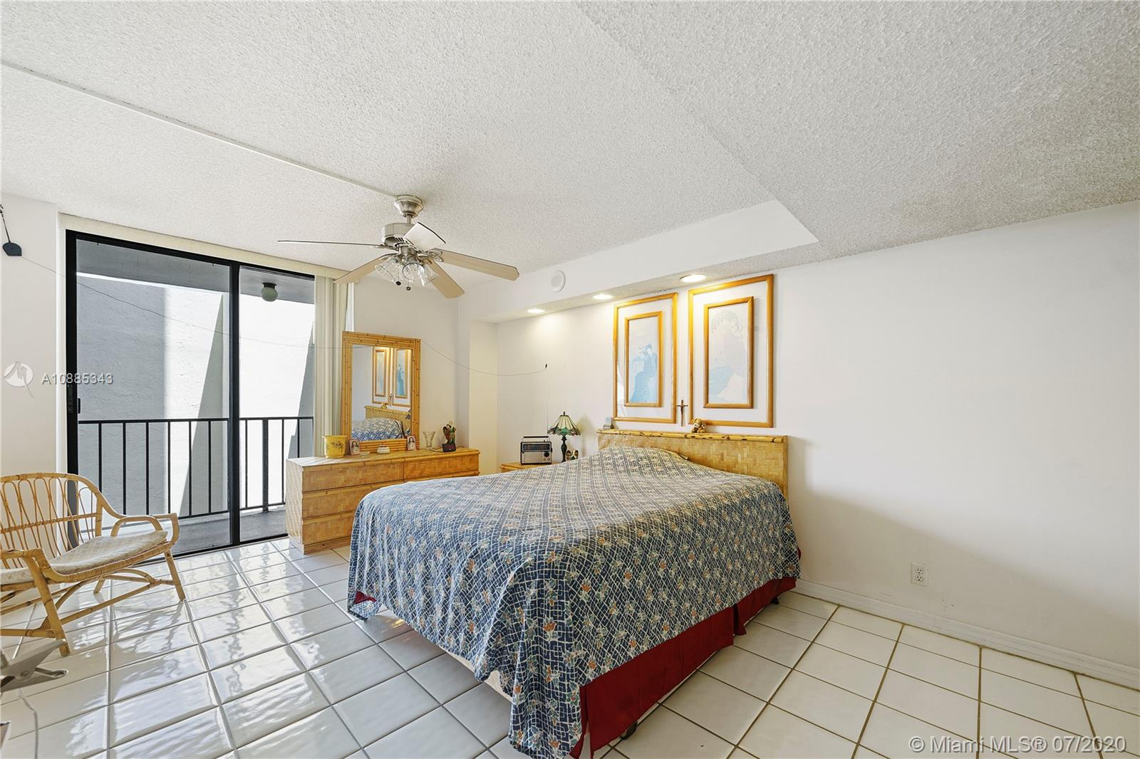 2625 Collins Ave #408 photo08