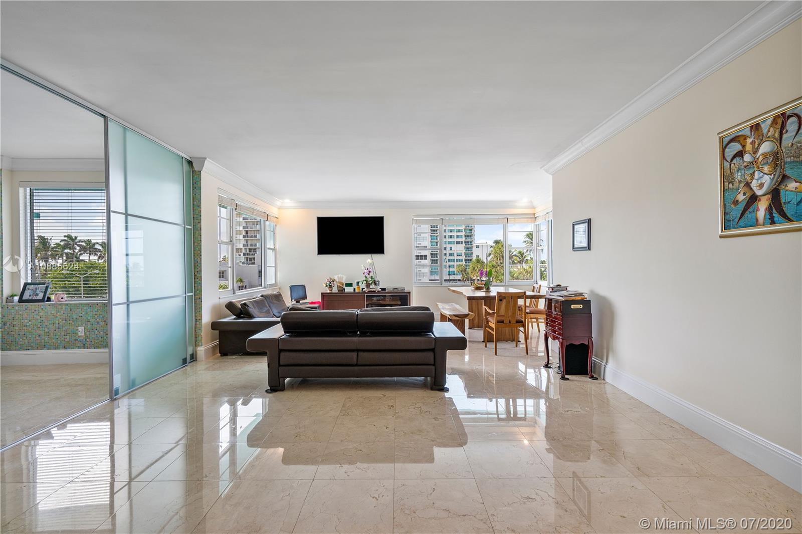 5255 Collins Ave #2F photo02