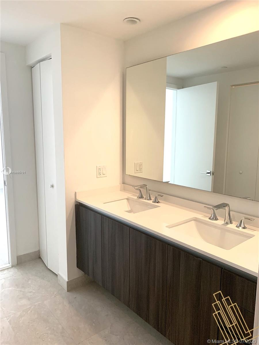 Photo of 488 NE 18th St #707 listing for Sale