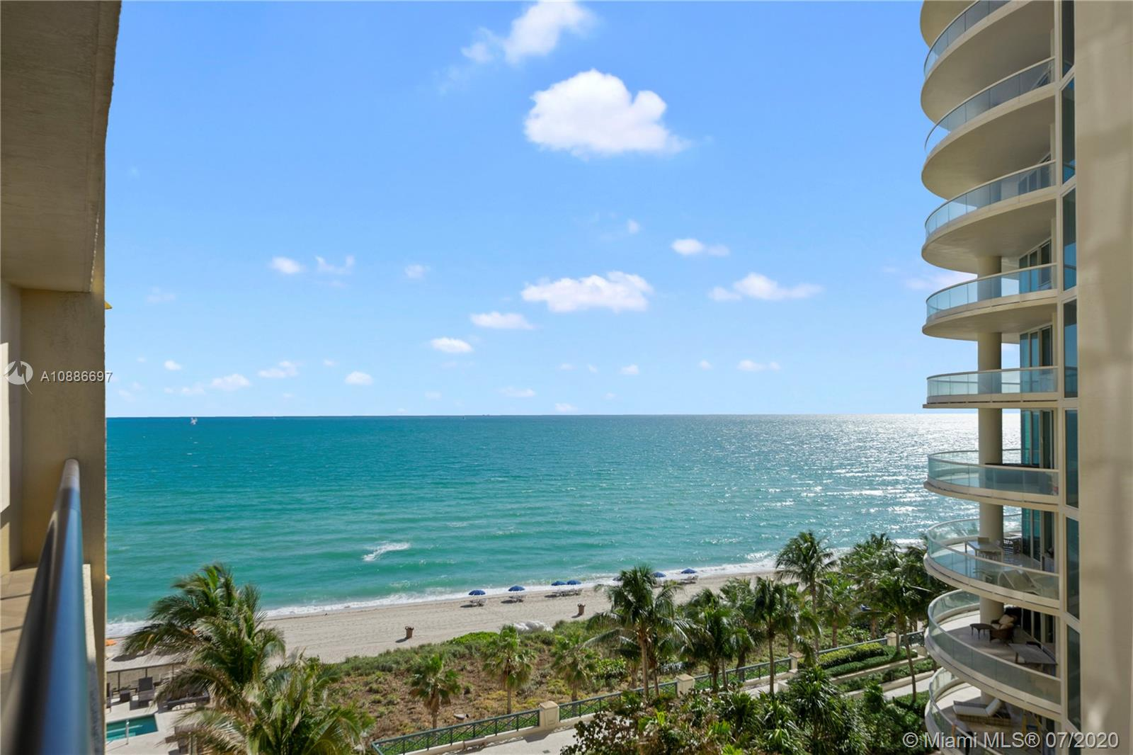 16275 Collins Ave #703 photo01