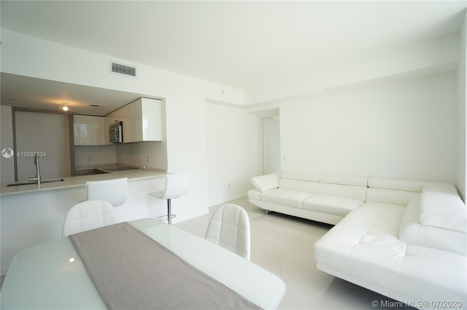 1300 Brickell Bay Dr #2401 photo014