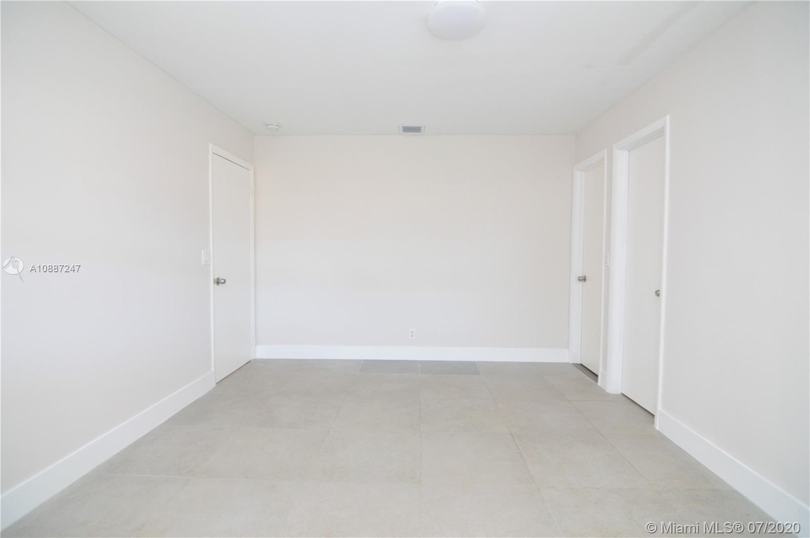 1701 NW 111 Ter photo027