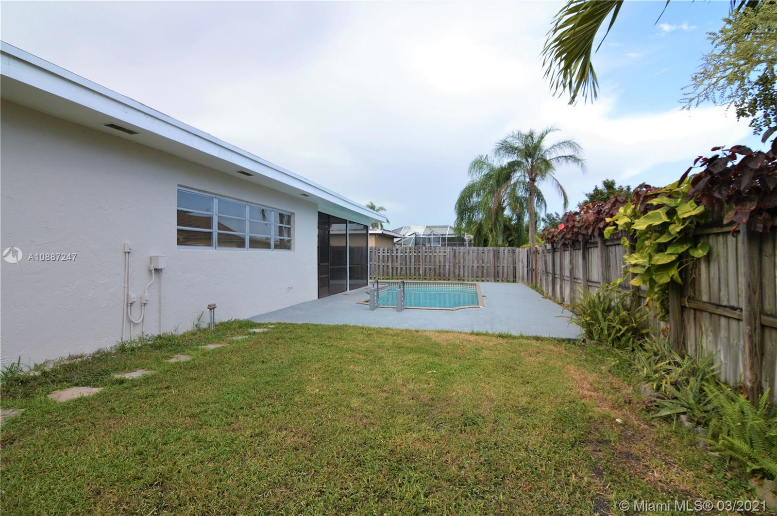 1701 NW 111 Ter photo06