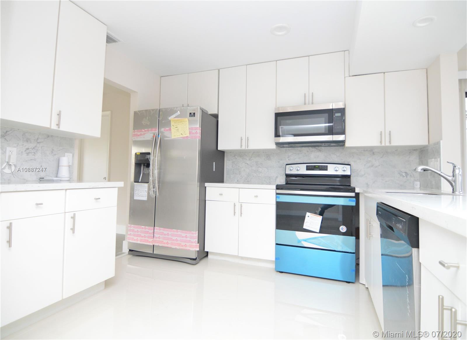 1701 NW 111 Ter photo017