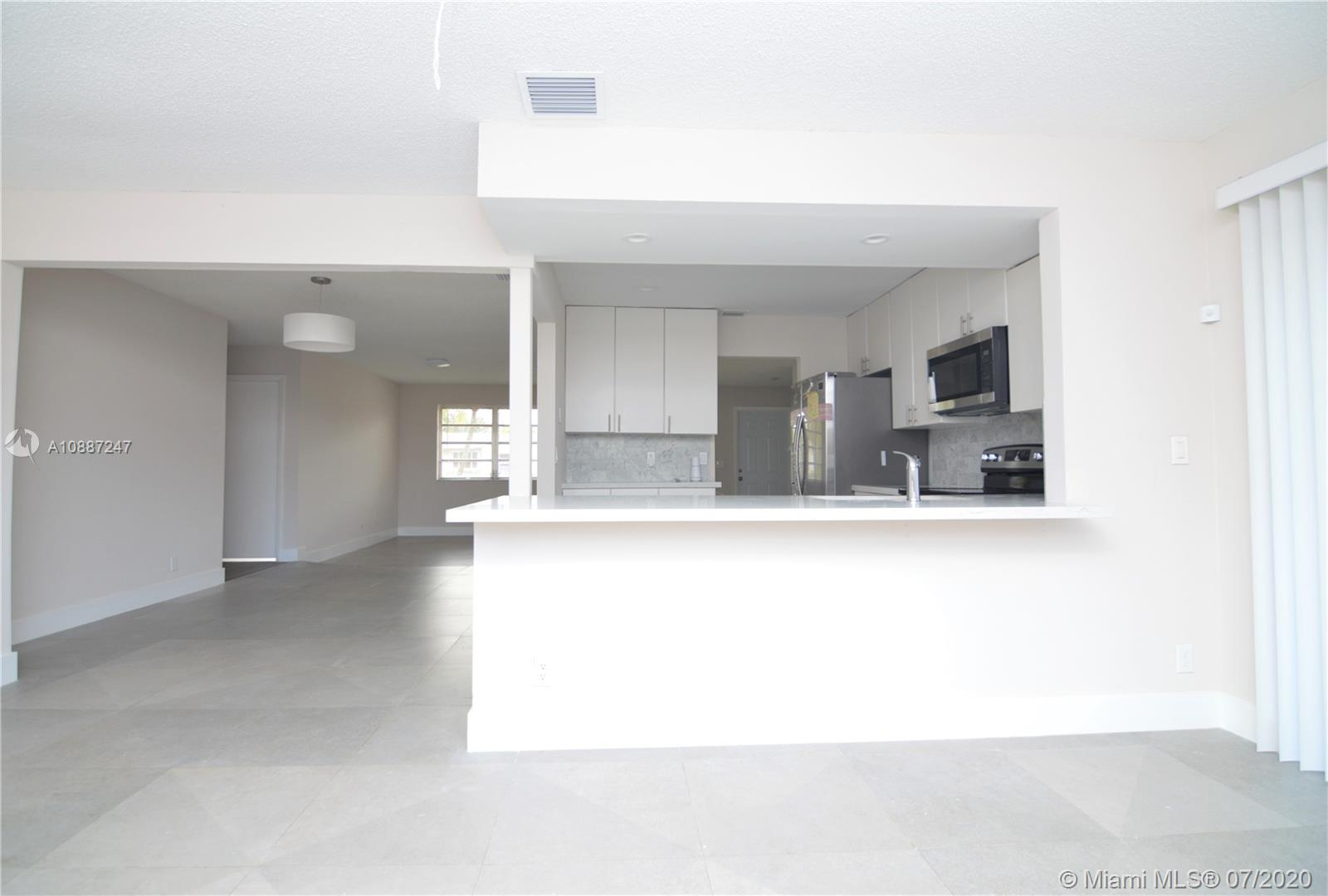 1701 NW 111 Ter photo014