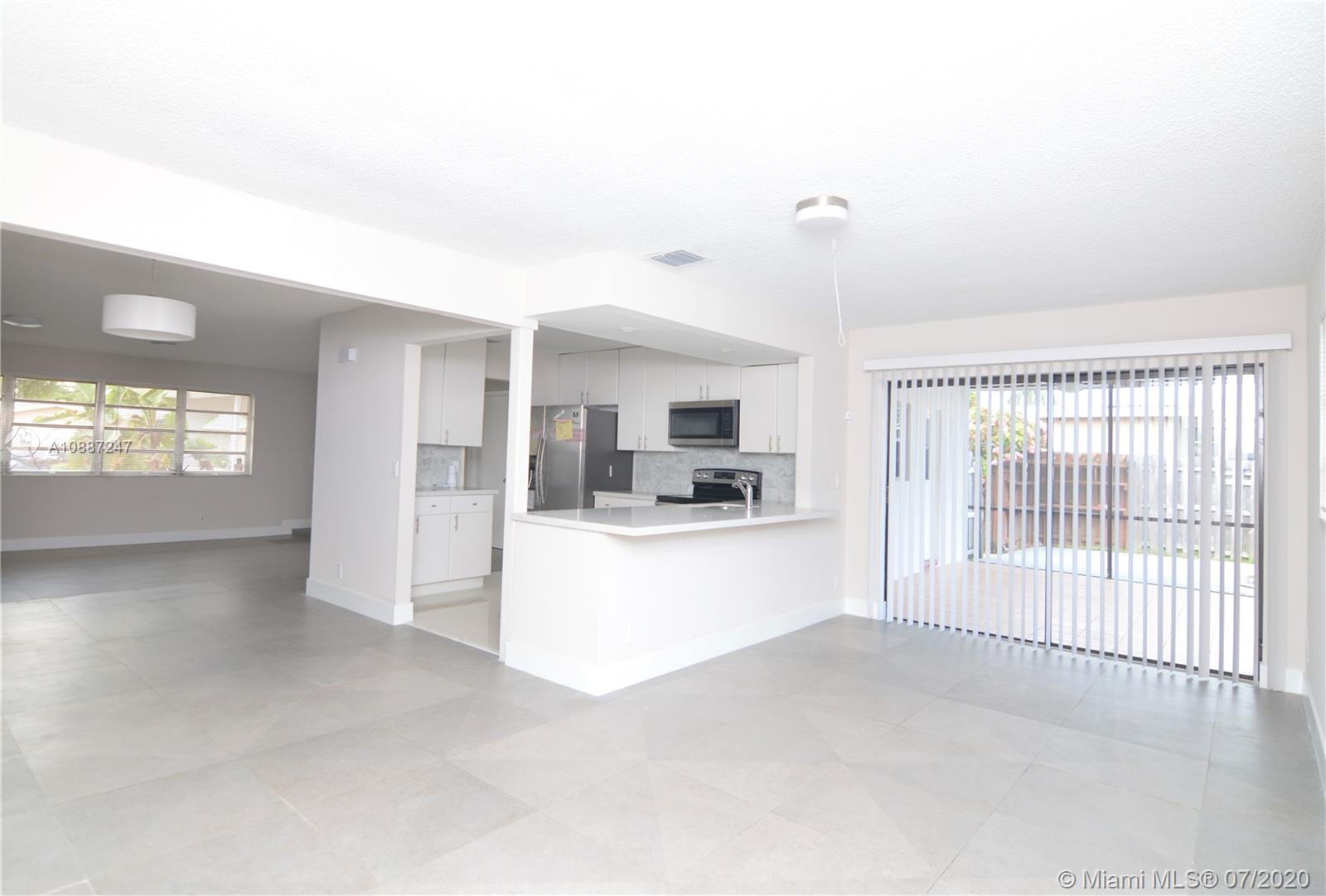 1701 NW 111 Ter photo018