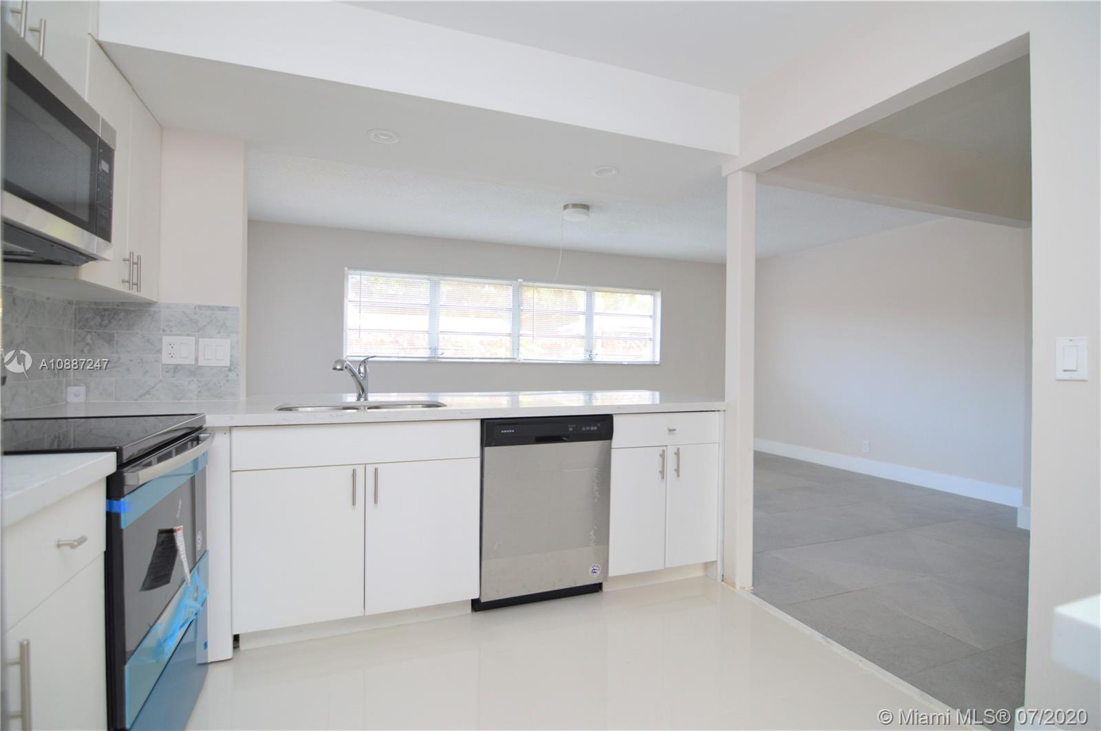 1701 NW 111 Ter photo025