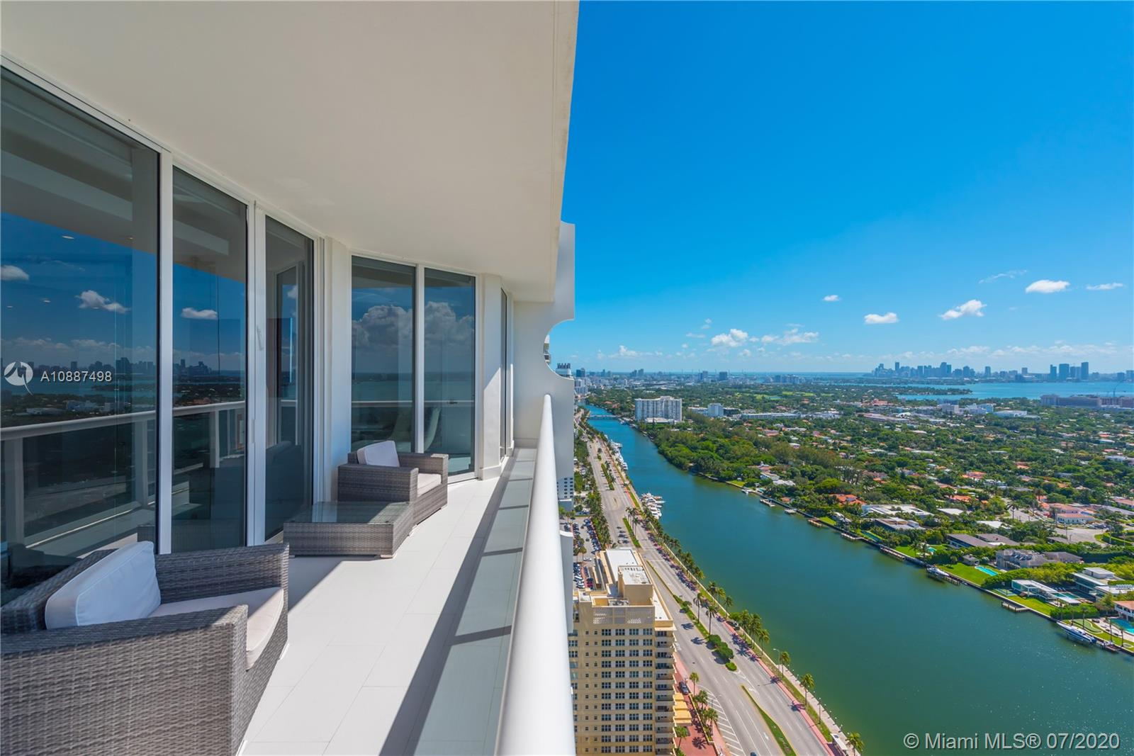 4779 Collins Ave #PH4306 photo01