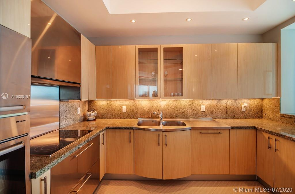 100 S Pointe Dr #509 photo07
