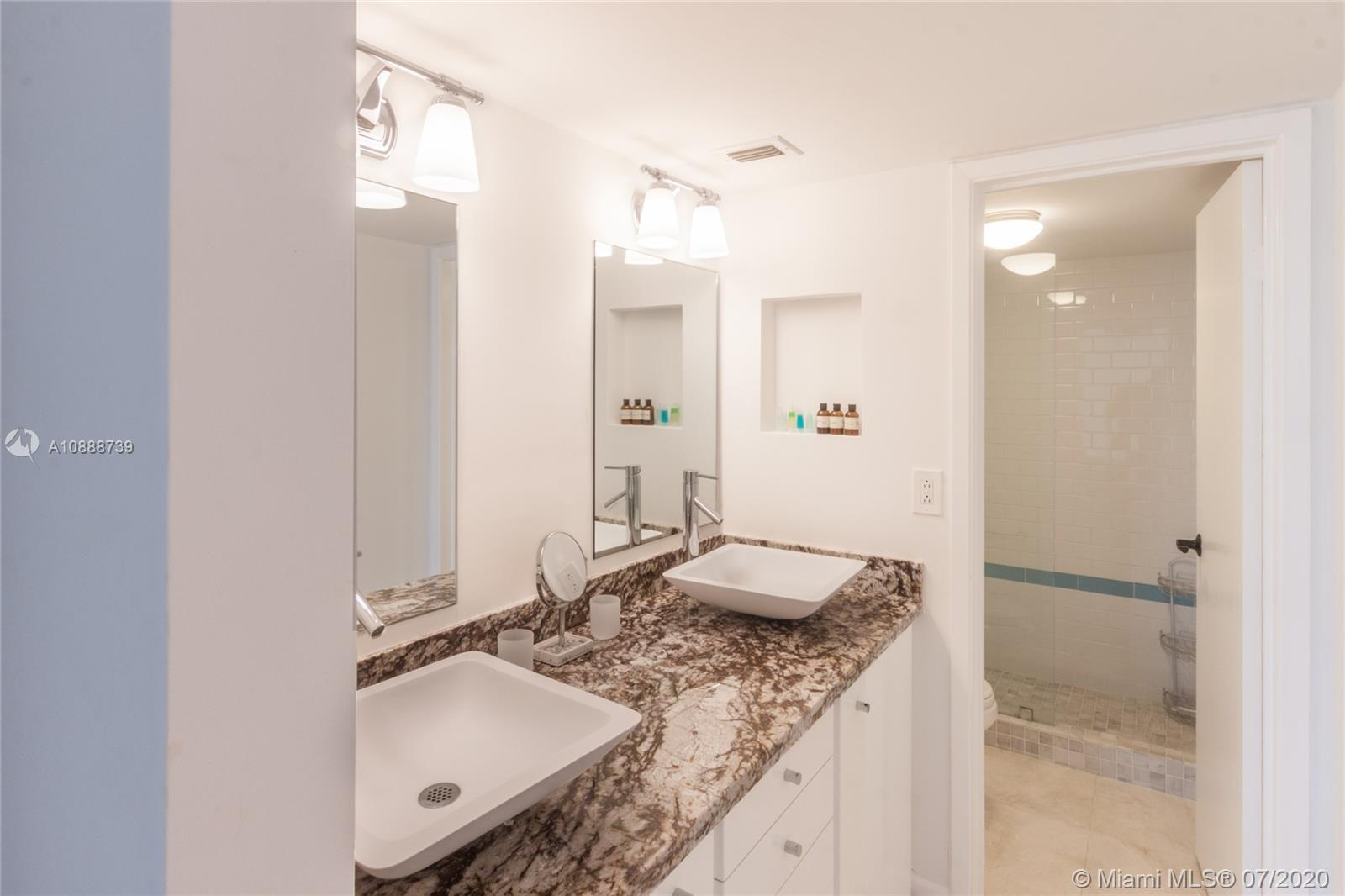 2625 Collins Ave #1104 photo05