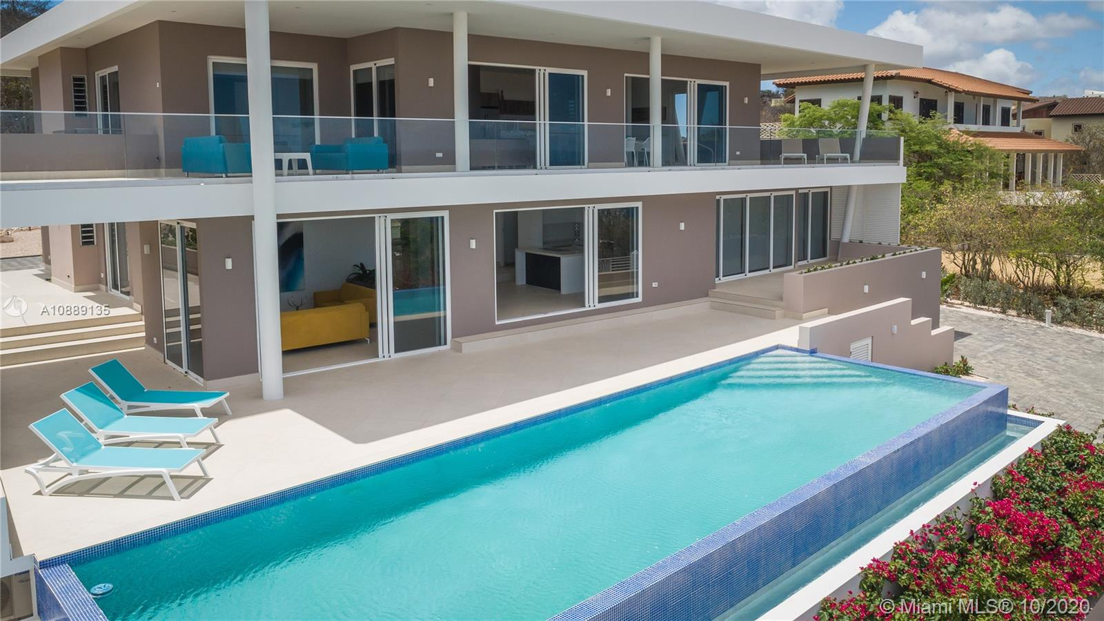 The Villa is a 6 bedrooms with 4 full bathrooms and 2 1/2 bathroomsTotal indoor/outdoor living space is 711 Sq. M2  or  7600. Sq. Feet.The large Lot is Aprox. 1800 Sq. M2 or 20,000. Sq. Feet.