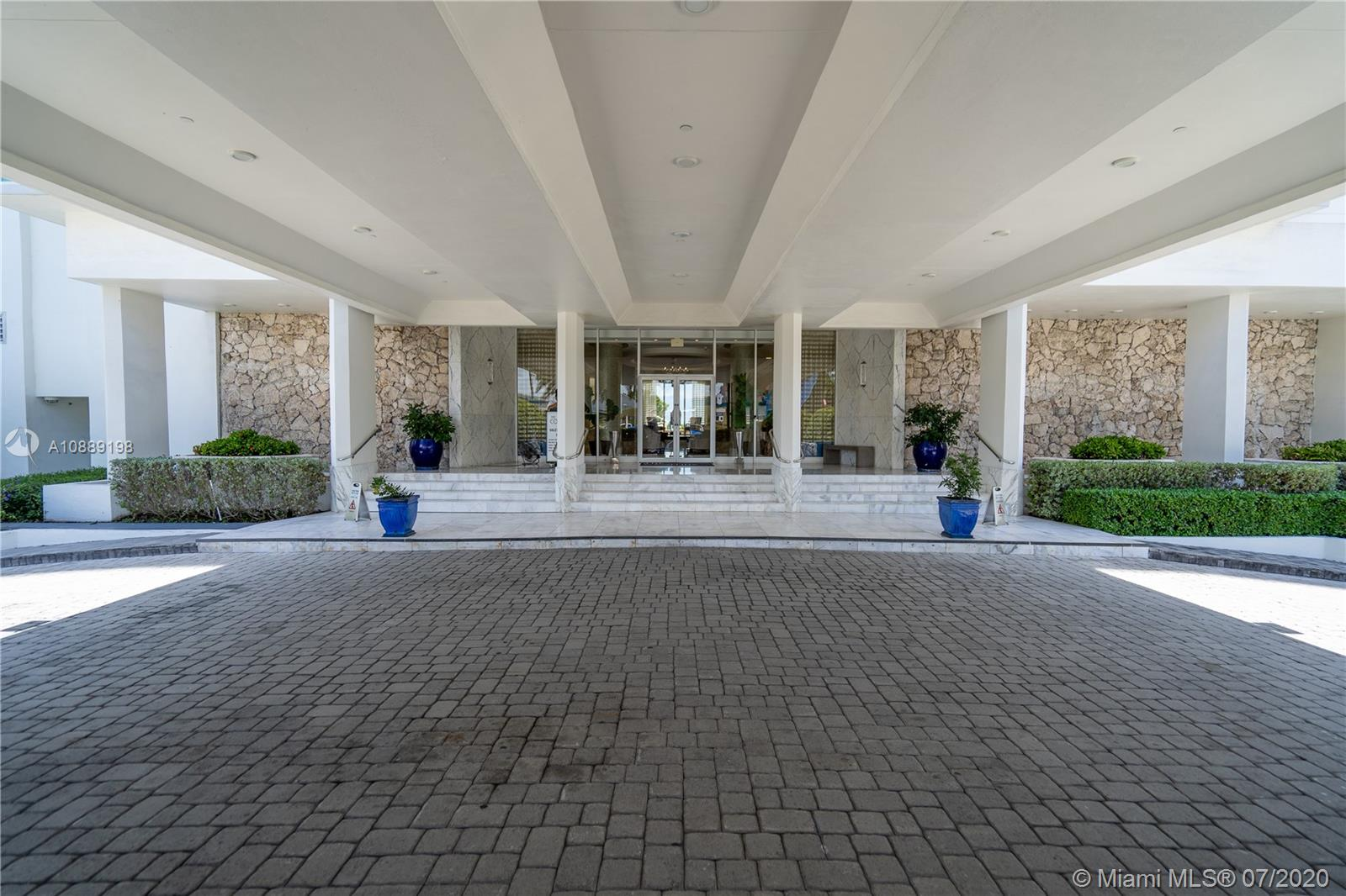 6917 Collins Ave #620 photo03