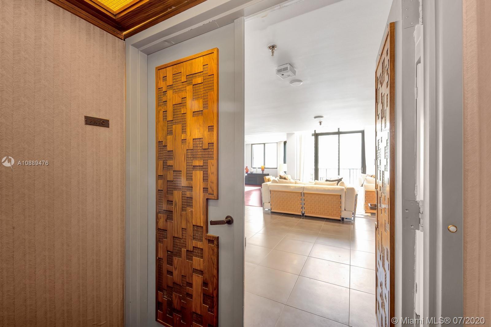 520 Brickell Key Dr #APH10 photo01