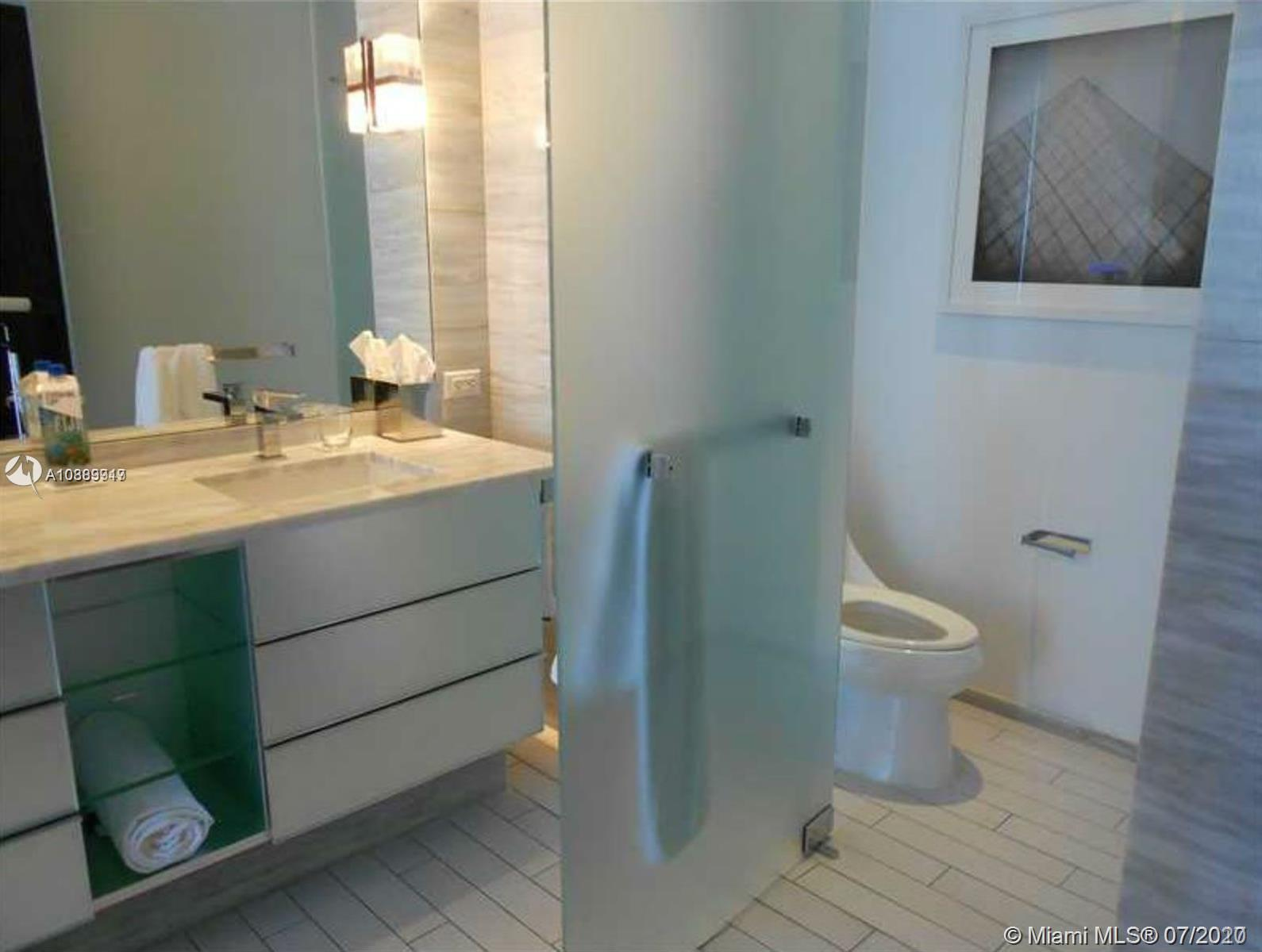 2201 Collins Ave #403 photo02