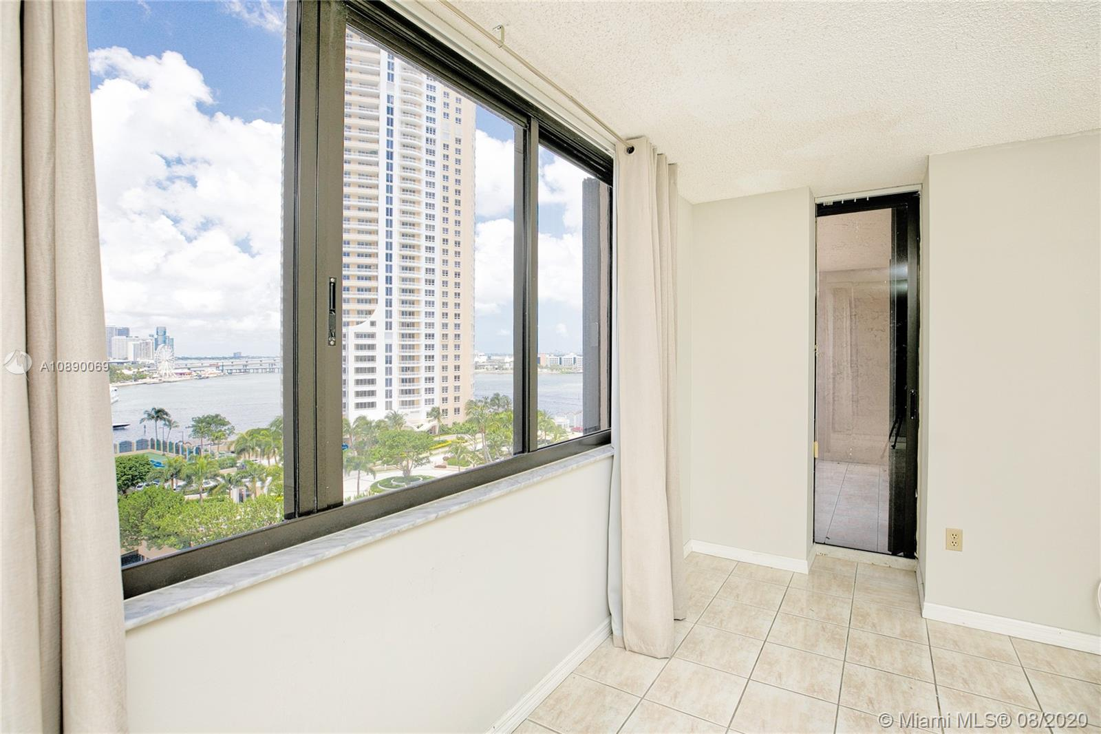 540 Brickell Key Dr #1402 photo06