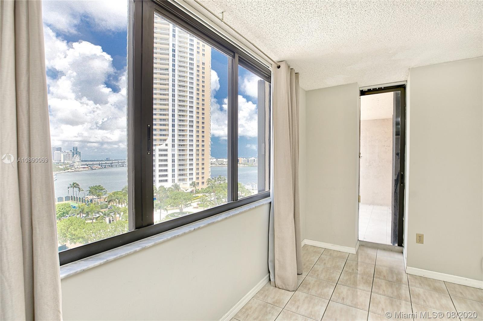 540 Brickell Key Dr #1402 photo05
