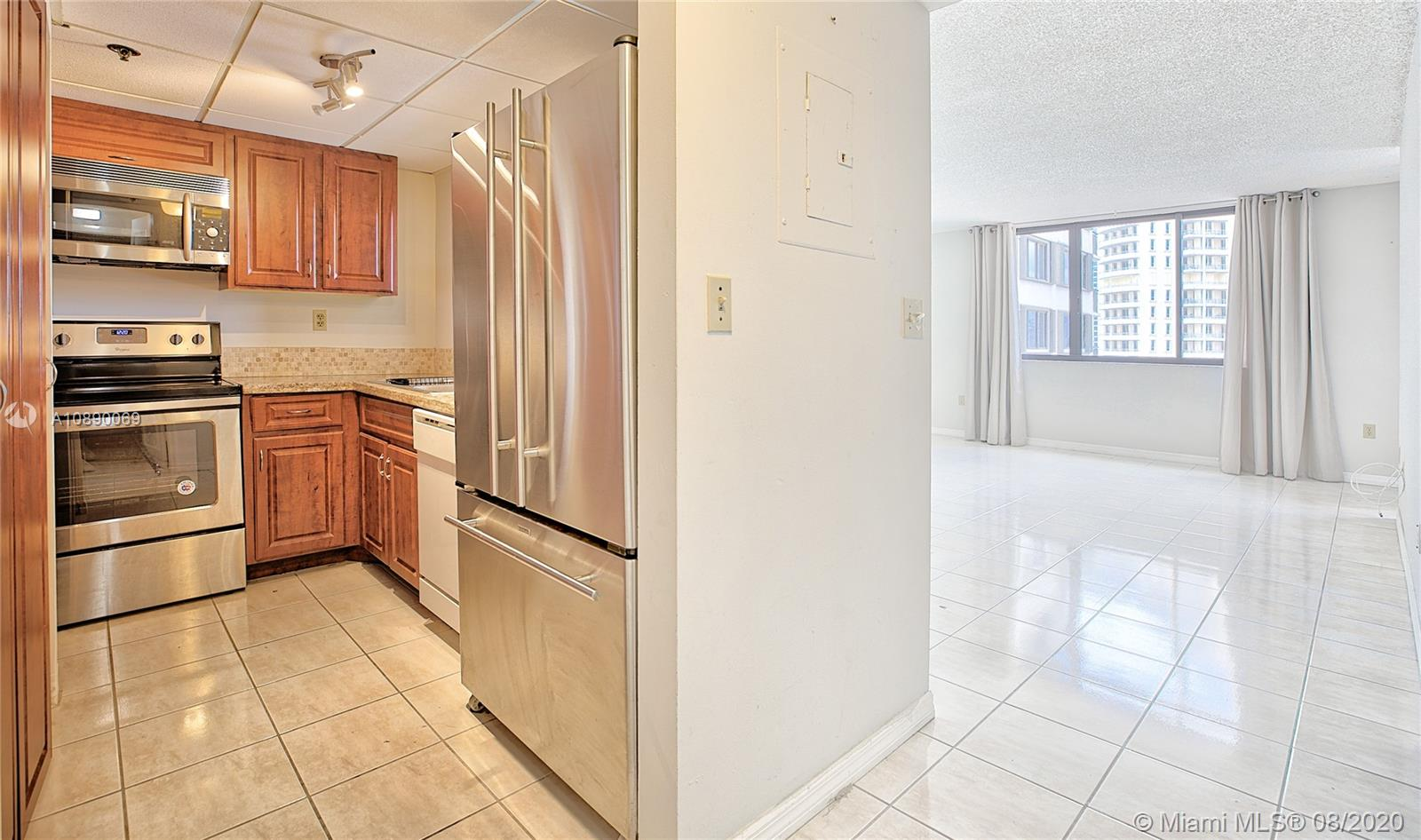540 Brickell Key Dr #1402 photo09