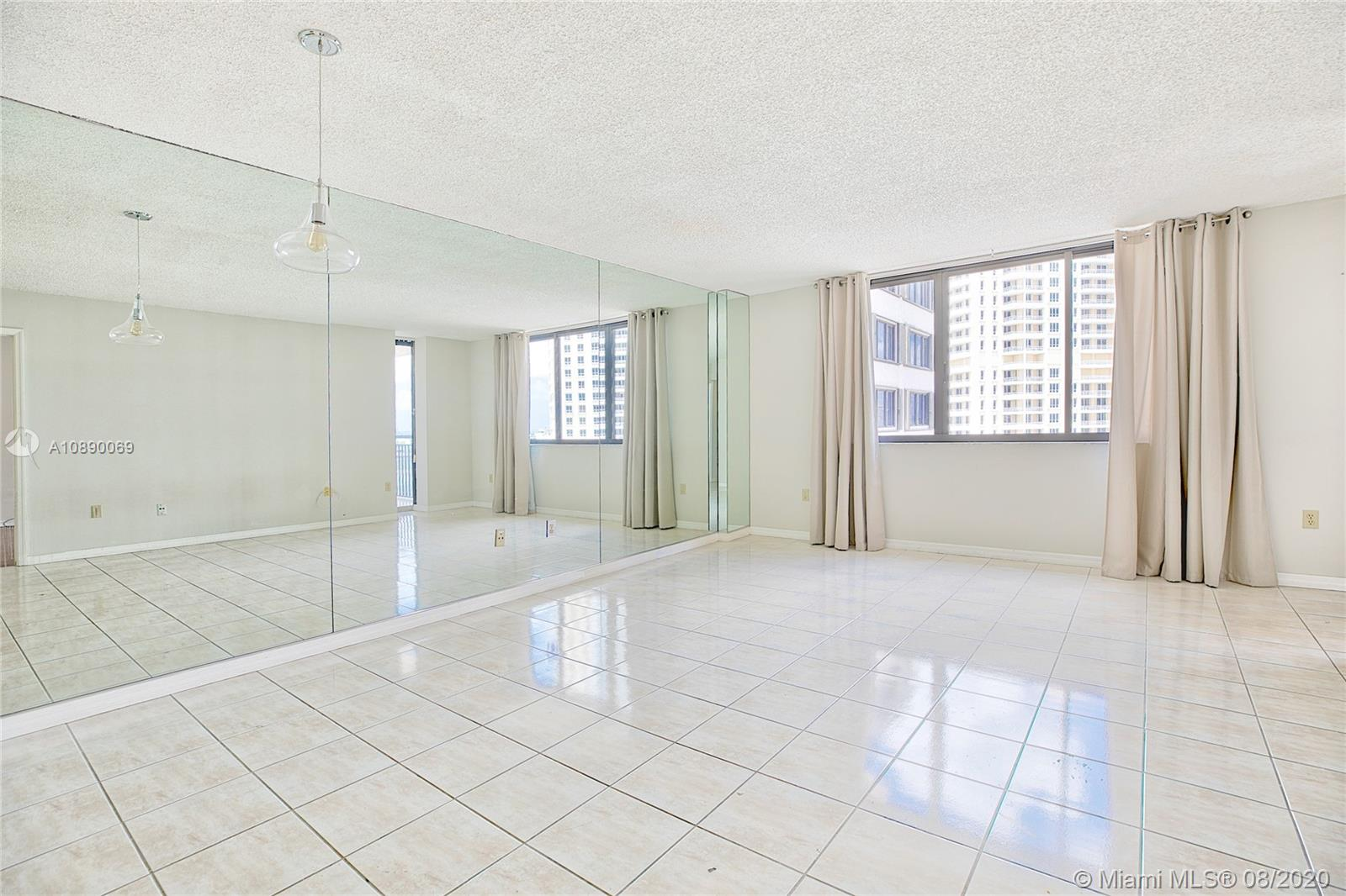 540 Brickell Key Dr #1402 photo04