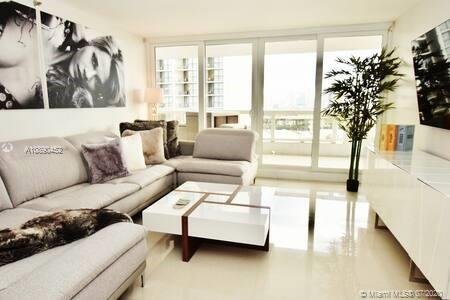 The Grand #a-2056 - 1717 N Bayshore Dr #a-2056, Miami, FL 33132