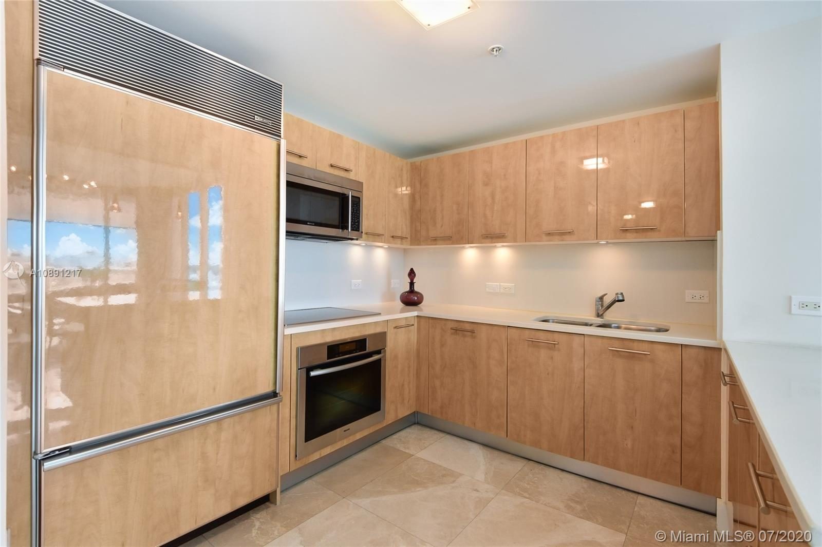 6899 Collins Ave #709 photo07