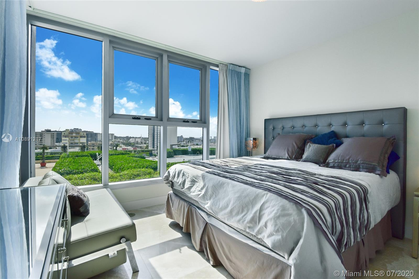 6899 Collins Ave #709 photo09