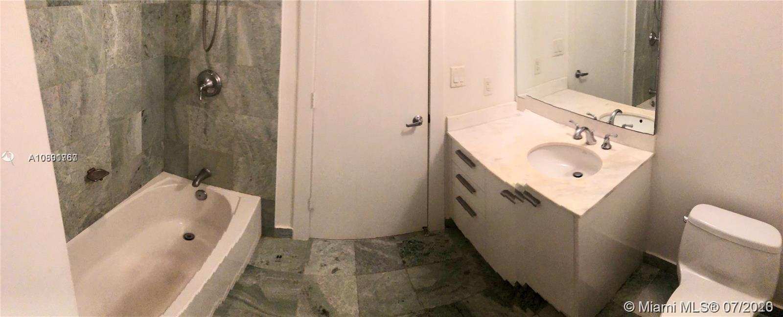 1050 Brickell Ave #2216 photo02
